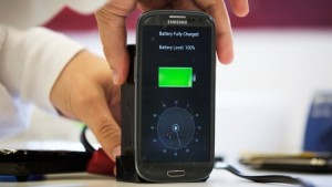 A lab worker disconnects from a charger a mobile phone, displaying a timer indicating that the battery was fully charged under 30 seconds, at the headquarters of StoreDot in Tel Aviv October 23, 2014. The Israeli company says it has developed technology that can charge a mobile phone in a few seconds and an electric car in minutes, advances that could transform two of the world's most dynamic consumer industries. Picture taken October 23, 2014. REUTERS/Finbarr O'Reilly (ISRAEL - Tags: BUSINESS SCIENCE TECHNOLOGY TRANSPORT TELECOMS) - RTR4FC9F